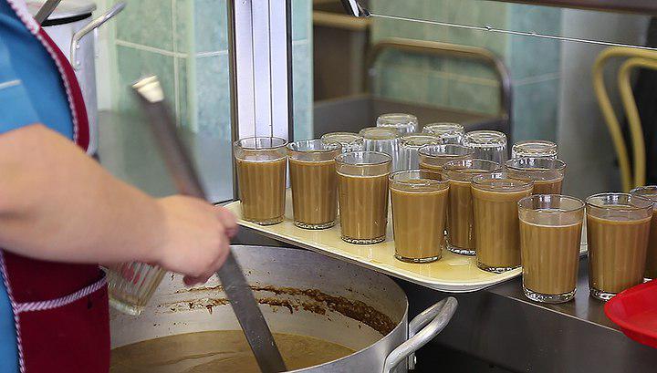 """Робот разливает в кафейне свежую порцию утреннего """"Руссиано"""". Сиэтл, штат Вашингтон, США"""
